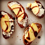 Healthy Snack – Crostini with Ricotta and Apple
